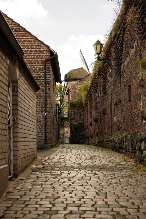 Туризм и отдых в Германии, путешествие по городу Цонз (Zons)
