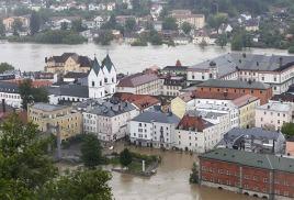 Наводнение в Германии усиливается, дожди не прекращаются